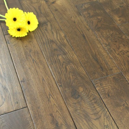 125mm Lacquered Antique Square Peg Solid Oak Wood Flooring 2.20m²