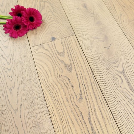 190mm Brushed & Matt Lacquered Engineered White Truffle Oak Wood Flooring 2.89m²