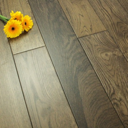 130mm Lacquered Solid Distressed Antique Oak 18mm Wood Flooring 2.184m²