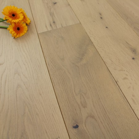 189mm Brushed & Lacquered Engineered Light Smoked Latte White Oak Wood Flooring 2.81m²