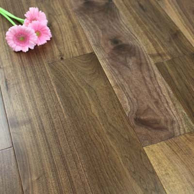 127mm Lacquered Engineered Walnut Click Wood Flooring 2.13m²