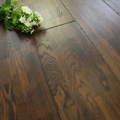 203mm Handscraped & Lacquered Finger Joint Nutmeg Solid Oak Wood Flooring 1.786m²
