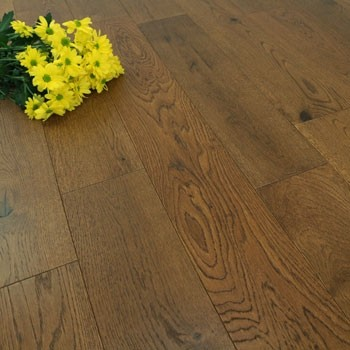 150mm Brushed & UV Oiled Engineered Honey Charnwood Oak Click Wood Flooring 1.08m²