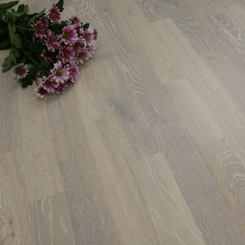 200mm Engineered Brushed & White Matt Lacquered 3-Strip Oak Wood Flooring 2.91m²