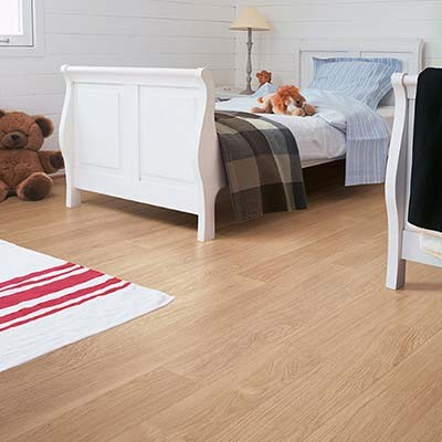 Quick-Step Perspective White Varnished Oak Planks 4 Groove UF915 Laminate Flooring