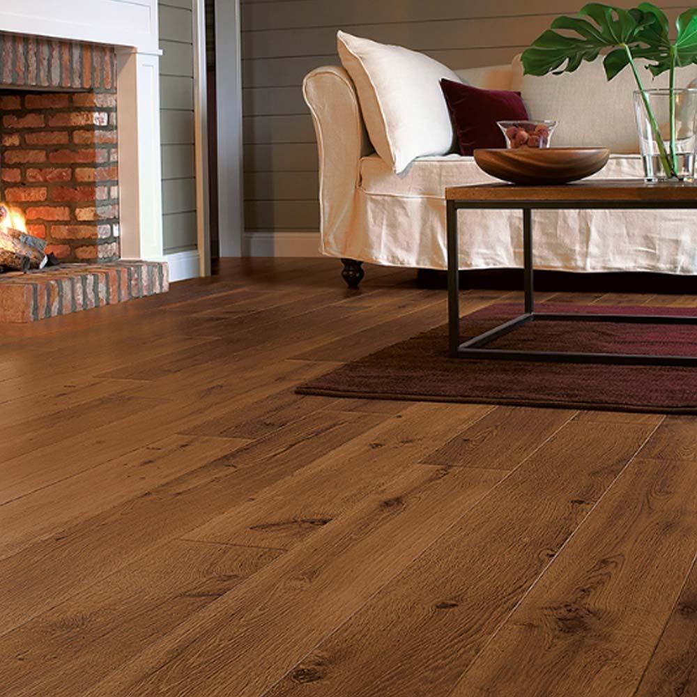Quick step perspective vintage oak dark varnished planks 4 g for Quick step laminate flooring uk